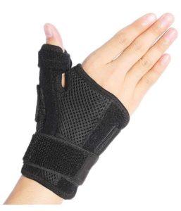 親指も固定する手首サポーター