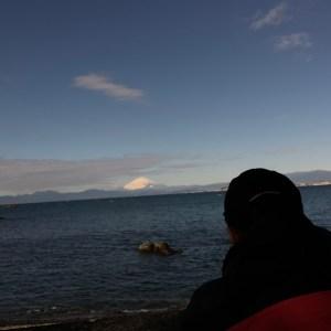 葉山・森戸神社奥の浜辺から富士山を眺める。。。