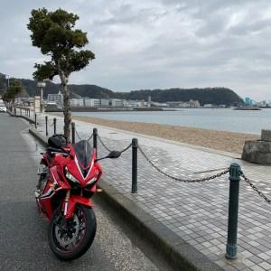 横須賀市久里浜海岸にてwith CBR650R