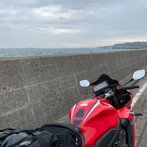 よこすか海岸通りより海際のマイナールートにてwith CBR650R
