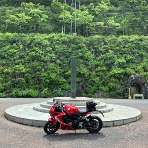 浦山ダム上部のGREEN WALL with CBR650R②