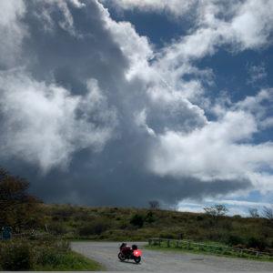 高ボッチ高原で待望の陽光が差し込むシーンとCBR650