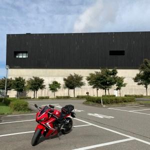 八海醸造 魚沼の里の建物with CBR650R