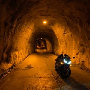地底の迷宮的な奥米隧道にてwith CBR650Rにて