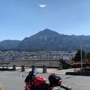 ハープのような秩父のシンボル橋「秩父公園橋」から眺める武甲山の眺めwith CBR650R