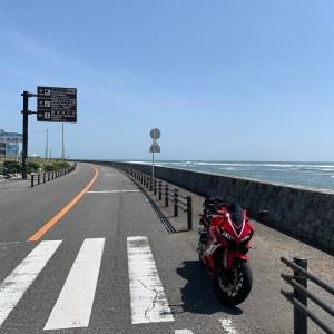 静岡県御前崎サンロードにてwith CBR650R