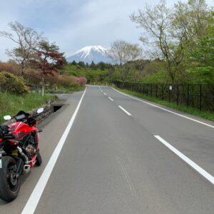 富士山へ真っすぐ続く朝霧自然公園に向かうロードにてwith CBR650R②