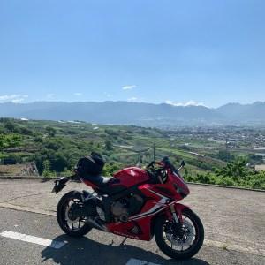 東山広域農道フルーツラインから甲府盆地を眺めるwith CBR650R