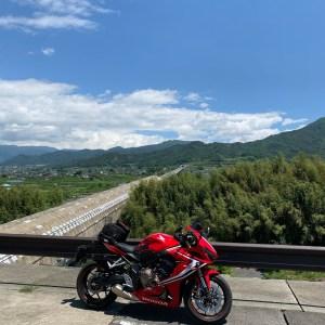 山梨県笛吹市の八代ふるさと公園からのリニアモーターカー風景with CBR650R