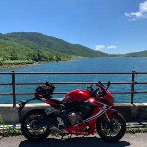 野反湖の最北に架かる野反ダムからの野反湖の眺めwith CBR650R