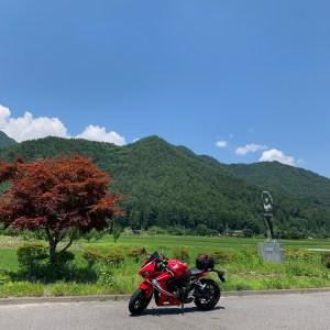 夏の安曇野の田園風景と銅像with CBR650R
