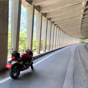 七倉ダムへ続くスノージェットにてwith CBR650R