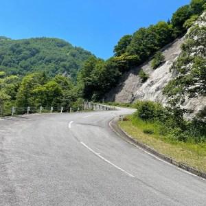 西吾妻スカイバレー・山形県側下りのうねうねロード風景