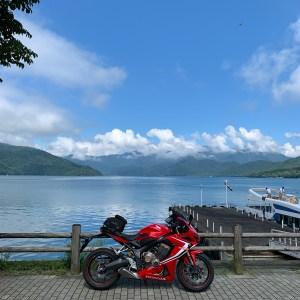 中禅寺湖沿いの歌が浜駐車場にてwith CBR650R