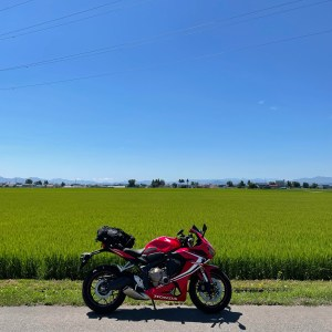 猪苗代湖近くの夏の東北らしい田園風景with CBR650R