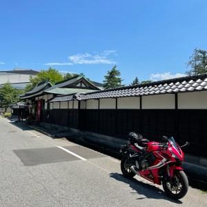 米沢城址横の上杉伯爵邸にてwith CBR650R