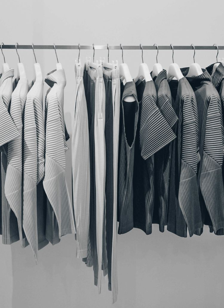 How to Build a Professional Wardrobe On a Shoestring Budget