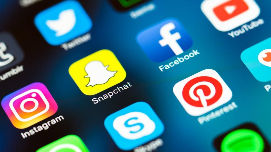 Social Media Use In Ireland – Chloe Connolly