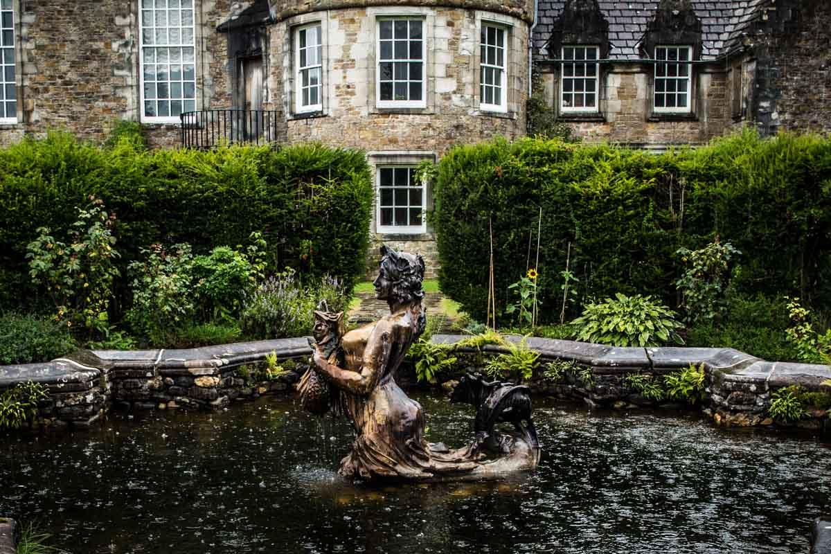 Ardkinglas wedding photographer. Ardkinglas House garden water feature. Glasgow wedding photographer