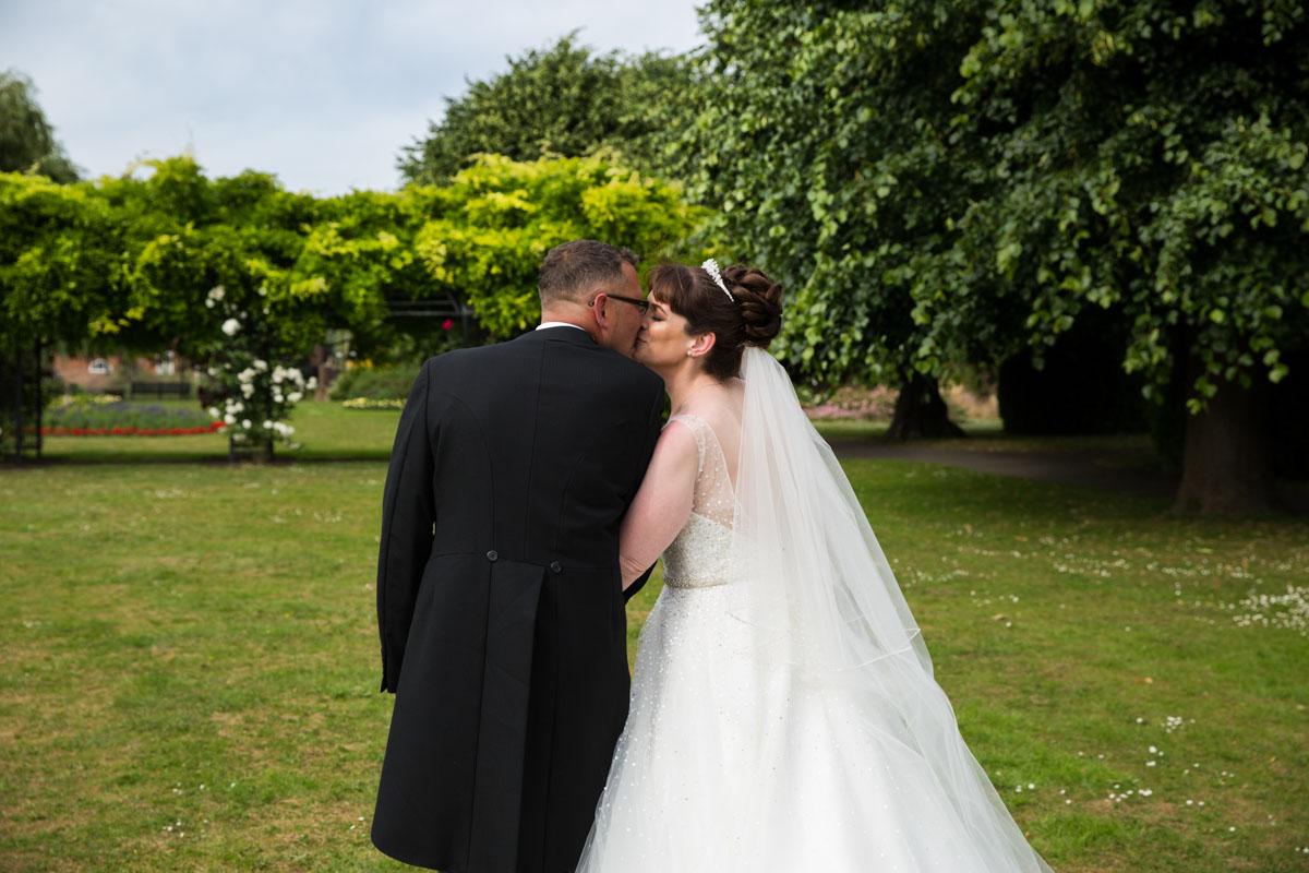 Wedding pictures Glasgow. Cornhill castle wedding
