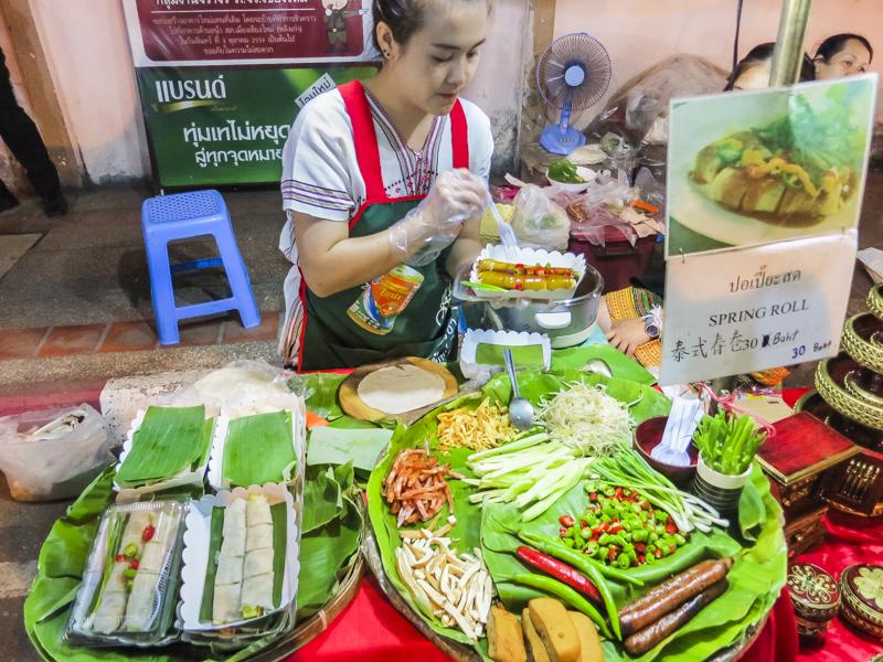 Things to Do in Chiang Mai - Explore Night Bazaar   www.chloestravelogue.com #Thailand #ChiangMai #ThailandInsider #NightBazaar #NightLife #StreetFood #ThaiFood