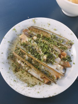 One day in Brussels: Lunch at Mer du Nord | #Brussels #Bruxelles #itinerary #Europe #MerduNord #razorclam #LocalFood #BelgianFood #Landmark | www.ChloesTravelogue.com