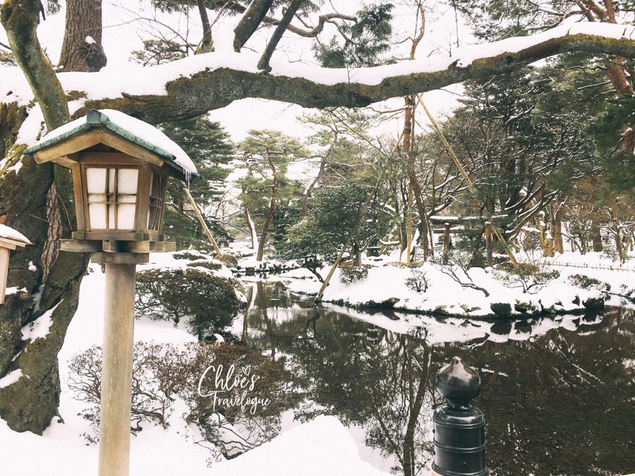 Kanazawa Winter Itinerary | Enjoy strolling snow-covered Kenrokuen Garden, one of the three most beautiful Japanese gardens. #Kanazawa #Japan #winterinjapan #Kenrokuen #KanazawaGarden #JapaneseGarden | CHLOESTravelogue.com