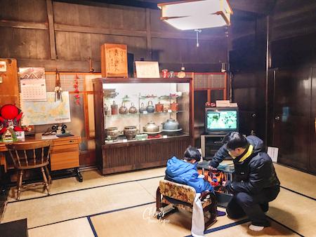 What to do in Shirakawago - Visit 300-year-old Japanese farmhouses, Gassho. Three houses are open to the public.   #Shirakawago #Winter #Japan #Gassho #UNESCOWorldHeritage