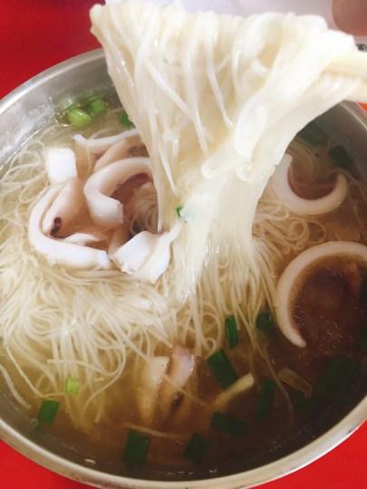 What to Eat in Penghu Island, Taiwan | Penghu Food - Squid Vermicelli (小管麵線) #Penghu #Taiwan #澎湖