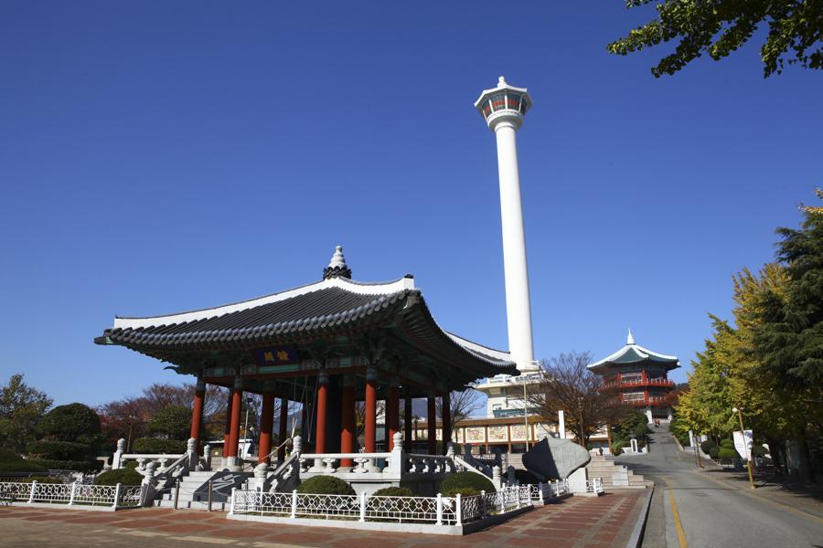 Busan Itinerary 5 Days (South Korea) | What to do in Busan Day 1 - Busan Tower @Yongdusan Park | #BusanItinerary #Busan #Korea #AsiaTravel #KoreaTravel #ThingstoDo #BusanTower #YongdusanPark