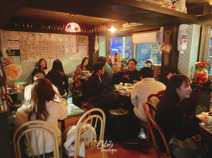 Best Bars in Hongdae | Hongdae is a great place to hop different bars on weekends. Check out my favorite Hongdae bars with excellent bar food and Korean spirits. | #Hongdae #Seoul #HongdaeBar #Makgeolli #TravelKorea #AsiaTravel