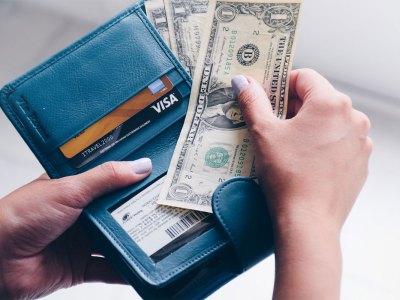 Dólares y tarjetas de crédito