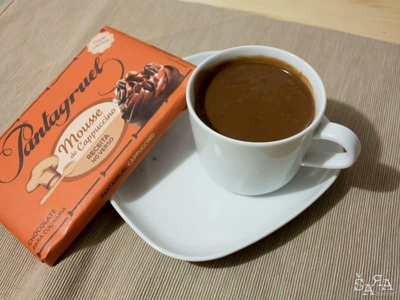 Chocolate quente com aroma a café