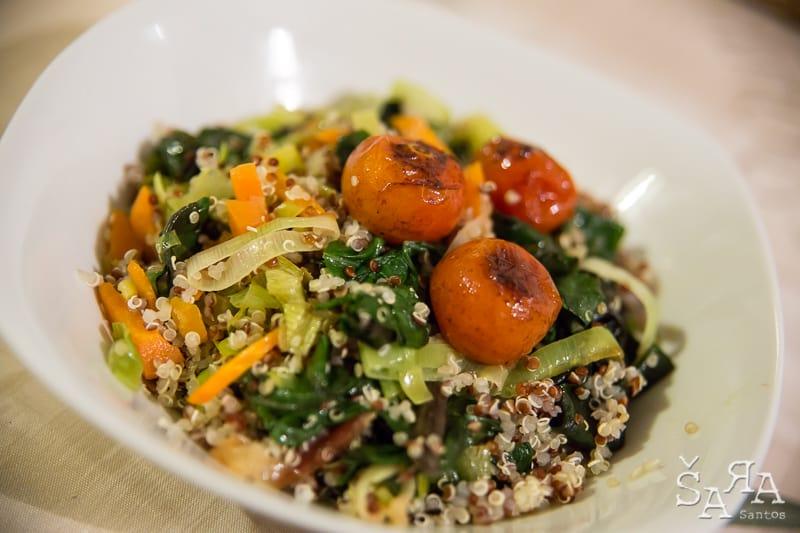 Acelgas salteadas com quinoa