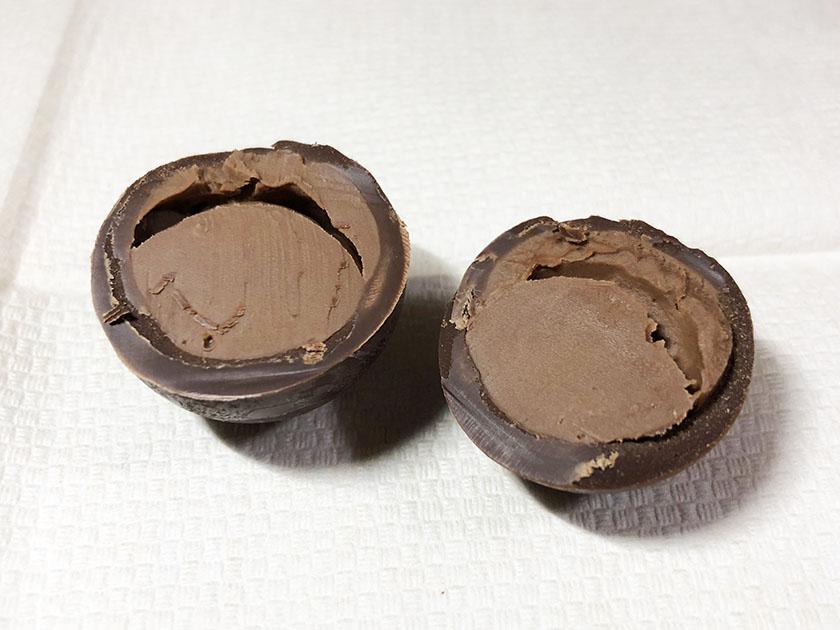 中は口どけのよいチョコクリーム