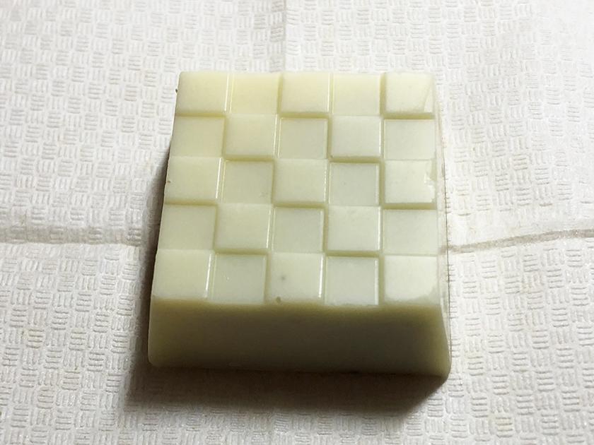 『チロルチョコ』の「焦がしチーズケーキ」の外観