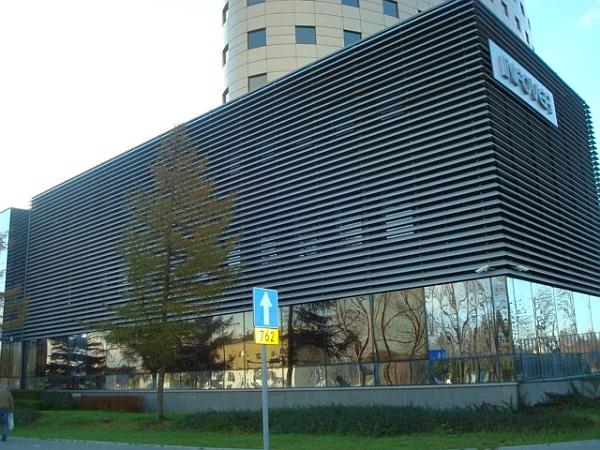 Żaluzje na budynku Ifover w Kielcach [foto własne]