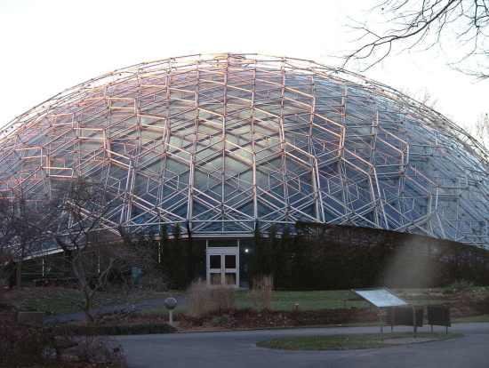 Pierwsza kopuła geodezyjna.  Botaniczny ogród Climatron, St Louis USA
