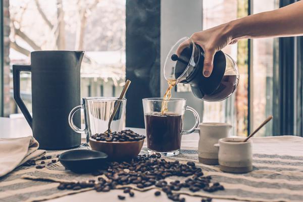 커피와 커피 메이커 소품