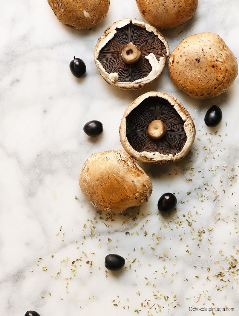 champiñones y aceitunas