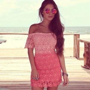 Vestido de encaje ajustado rosa por 14 euros (descuento 40%)