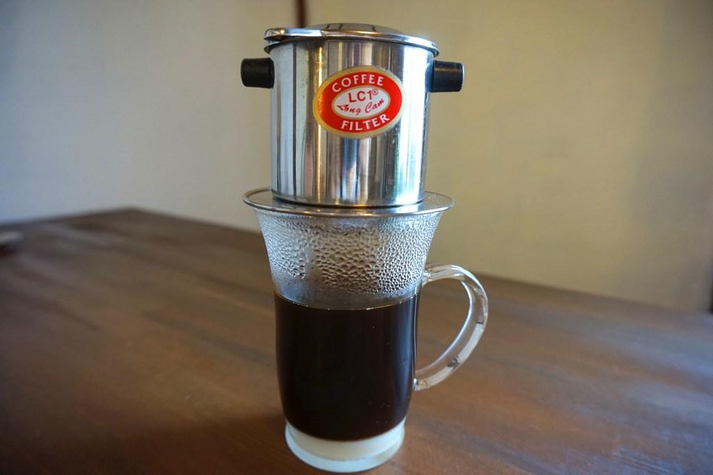 カフェー・スア・ノン (ホットベトナムコーヒー)