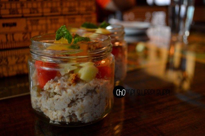 granola and cut fruits (2)
