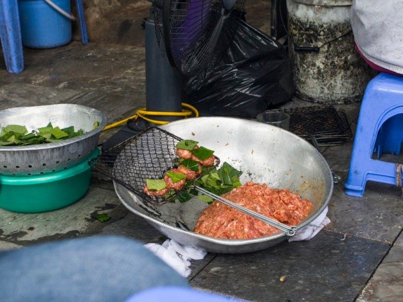 02 - 20170201.Bún-chả-Vietnamese-Grilled-Pork-Rice-Noodles_Resize-6-1.jpg