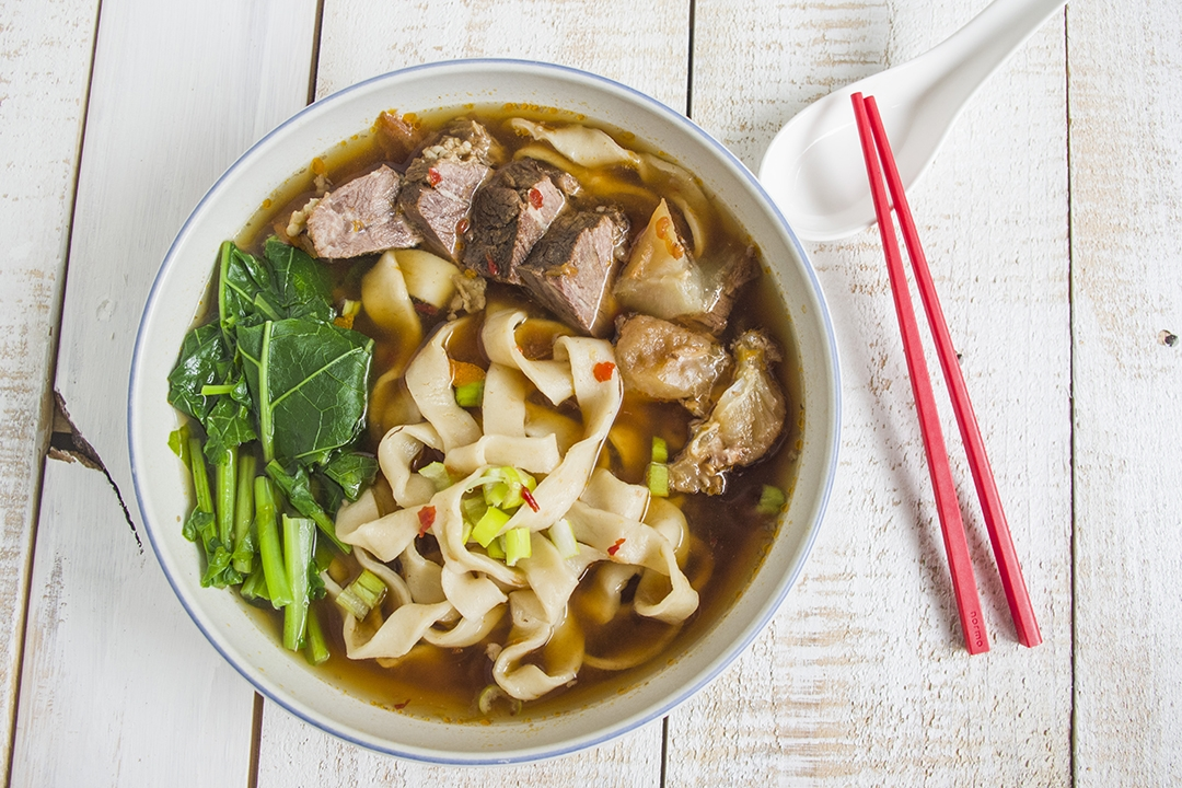TAIWANESE BRAISED TOMATO BEEF NOODLE SOUP | 番茄紅燒牛肉麵