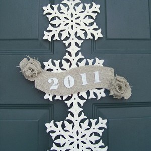New Years Wreath … from Christmas decorations (and no more naked!)