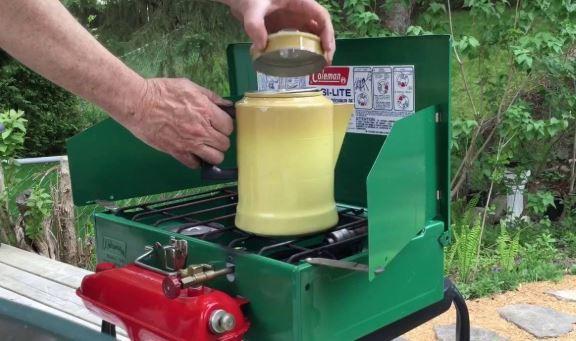 How to use a camping stove 2