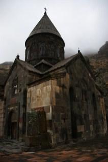 2. Monastyr Geghard stanął pomiędzy skałami w IV wieku po Chr.
