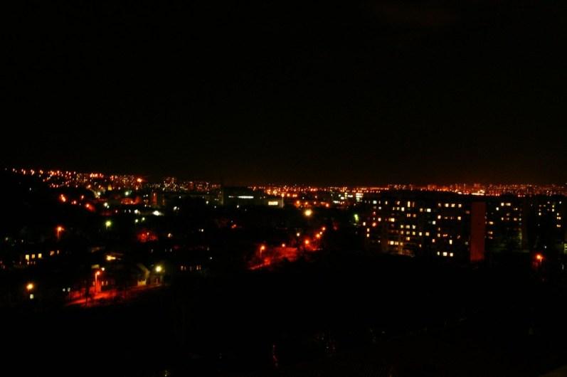 Widok na Charków nocą z bloku, w któym mieszkałem.