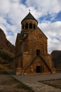 8. Kompleks Noravank składa się z dwóch świątyń. To większa z nich